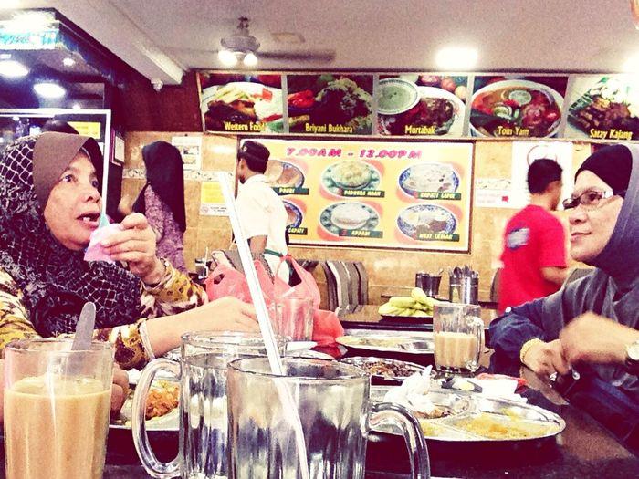 makcik sarapan di kedai waktu cuti hujung minggu Mother Malaysian Roticanai Capati EyeEmMalaysia