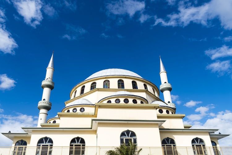 SYDNEY, AUSTRALIA – AUGUST 24: Auburn Gallipoli Mosque on August 24, 2017 in Sydney suburb Auburn. Ottoman style mosque with a central dome and minarets. Auburn Australia Central Gallipoli Nature Ottoman Architecture Blue Building Building Exterior Cloud - Sky Dome Historic Islamic Minarets Mosque Outdoors Religion Spirituality Style Suburb Sydney Tourism Turkish White