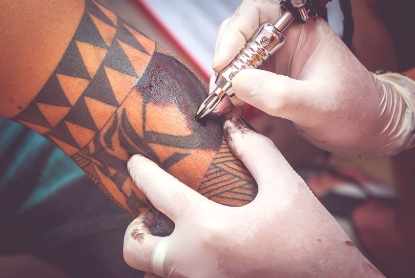 EyeEm Selects Human Body Part Adult Close-up Fashion Expertise People Indoors  Adults Only Human Hand Day Tattoo Inkedboys Ink Session  Tattooing Tattoo Artist Tattoo Art
