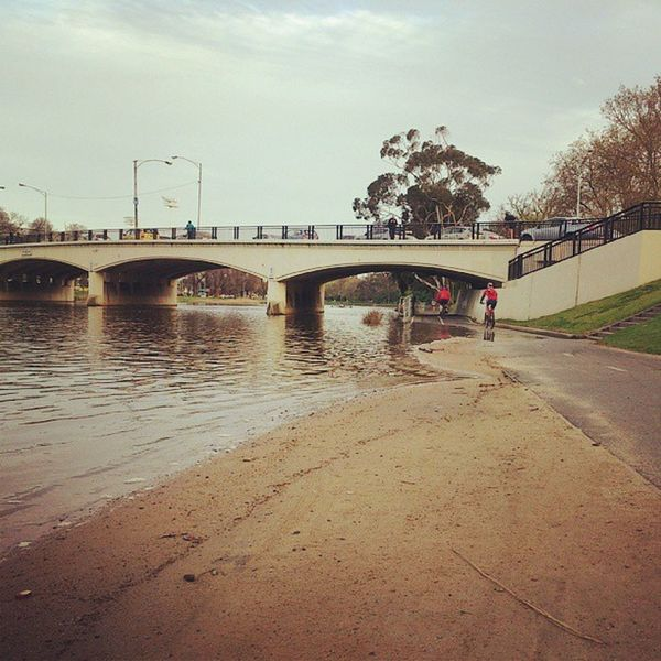 Melbourne 's Yarra river now has a beach... @bicycle_network