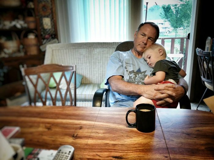 Photos That Will Restore Your Faith In Humanity Hugs & Love  Grandparents Early Morning