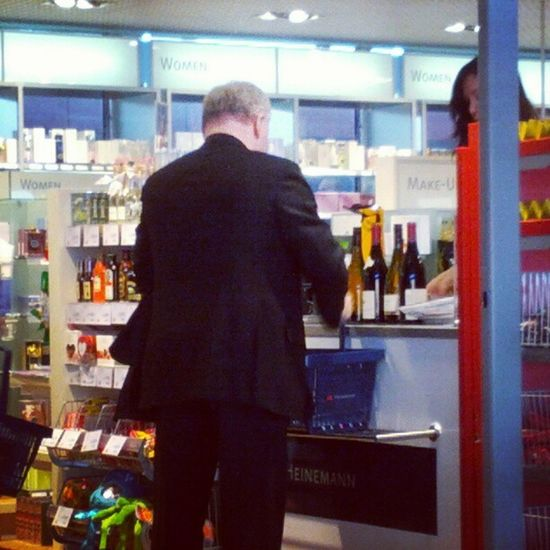 Berlin Deutschland Germany Tegel Airport Dutyfree как же русские любят по пути домой сметать алкоголь с прилавков Fuck Russians