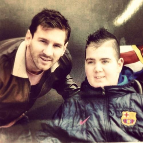 zoon van collega eindelijk met zijn idool op de foto LionelMessi Barça Ronnyceelen Favorite bestfootballplayeroteleworld