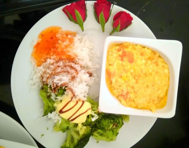 Sunday Morning Brunch Time Homemade Garlic Eggs Thai Rice Broccoli and Roses🌹