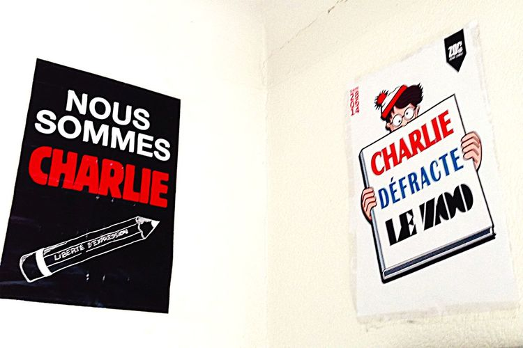 Ce qui est sûre c'est que il y a eu un avant et après Charlie. Charlie Charlie Chaplin Ouestcharlie Charliehebdo Nous Sommes Charlie Jesuischarlie Mercialartisteengageecroiséedanslarue Affiche Sticker 7janvier2015