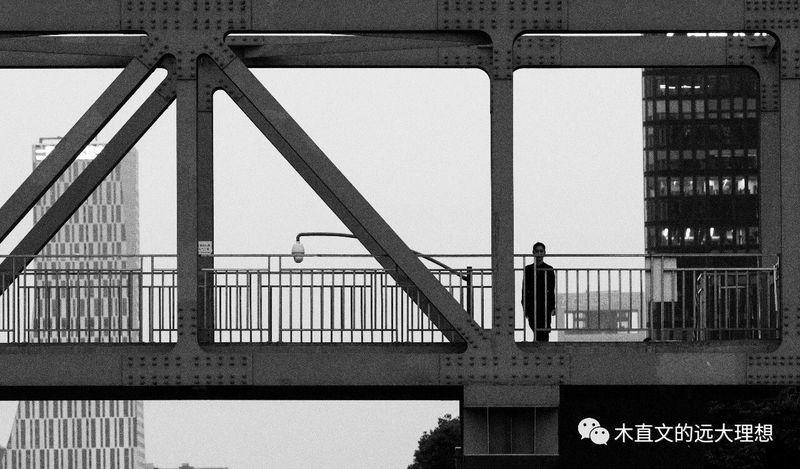 忽然之间 Architecture Built Structure Real People One Person Men Lifestyles Bridge
