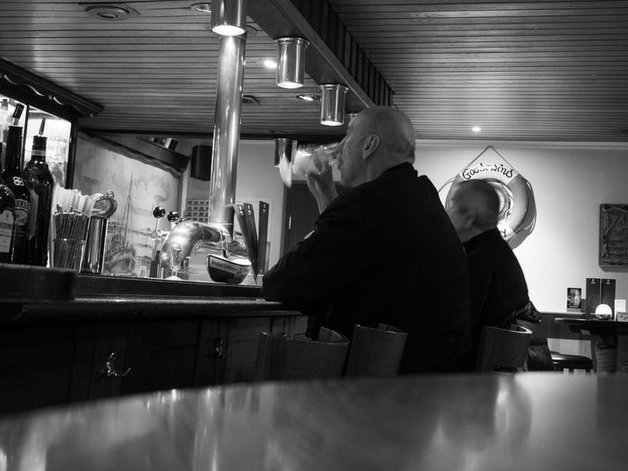 Freetime.. Eyemphotography Eyem Best Shots Bnw_friday_eyeemchallenge Flightcontrol Bnwphotography Blackandwhite Free Time FreeTime Happy Hour Men Friendship Togetherness Occupation Drink Women Sitting Bar - Drink Establishment Nightlife Beer Glass Club Dj Beer - Alcohol Pint Glass Craft Beer Frothy Drink Music Concert Lager Beer