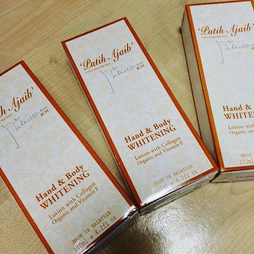 Laku giler lotion Che Ta ni...td amik 3 kotak ngan agen pas tu terus kena sambar 2 kotak. Now tinggal sekotak lagi...Sapa nak??????Sila PM saya... Thisisreef Mylifemypassionmynameisreef Bloggersblast Blogger Akublogger Malaysia Putihajaib Rcw Precious Perfume Lotion