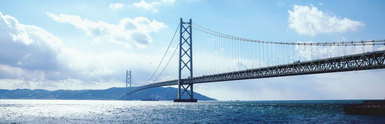 Akashi kaikyo bridge over sea against sky
