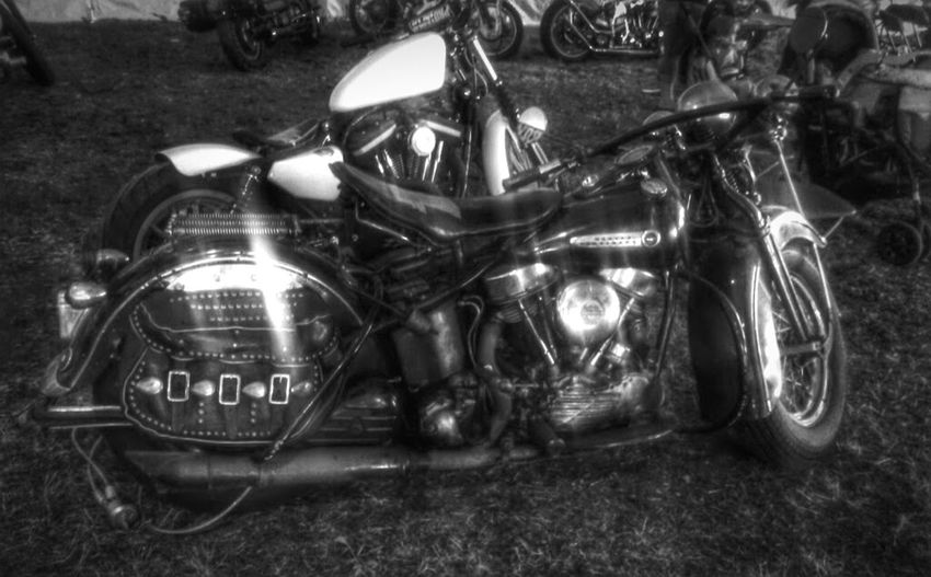 Old School Panhead Oldschool Motorcycle Motorbike Harleydavidson Harley Davidson Harley-Davidson Panheadstyle MyPanheadDream Hanging Out