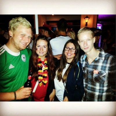 Worldchampion Germany Cologne Party feiern gewonnen winner love bier viersterne bereitwienie gerarg endlich traum sister forever wichtigstermensch ringe kölnerringe city music people spaß @vanywee