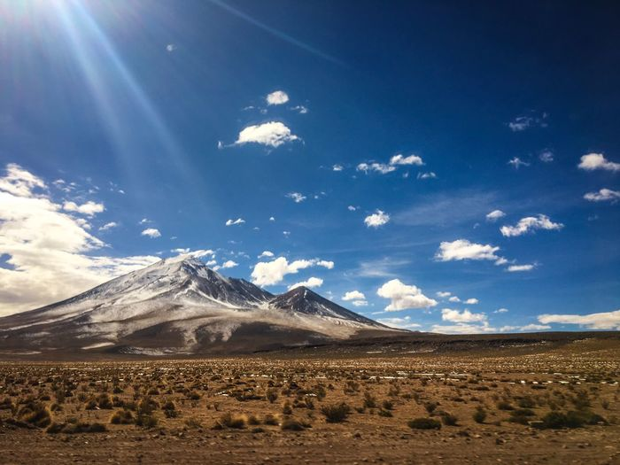 one of the beautiful landscapes during my bolivian roadtrip 🇪🇨😍 Lifestyles Freedome  Backpacking Adventure Earthpix Cloud - Sky Tranquil Scene Beauty In Nature Environment Landscape Idyllic Land Sunlight Snowcapped Mountain Snow No People Blue Day Nature