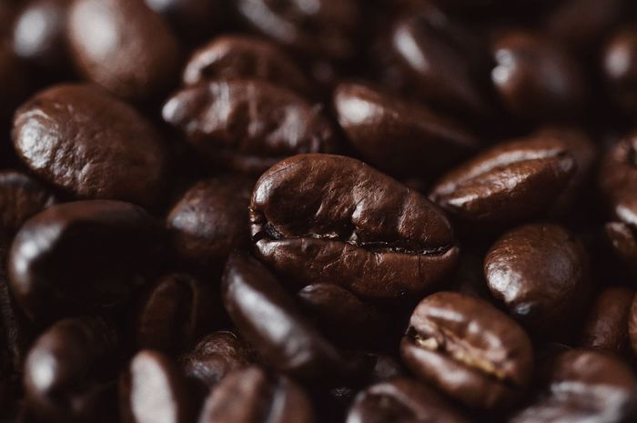 Roasted coffee beans ☕️... Macro Pattern Mocha Esspresso Cappuccino Perfume Cafe Bean Food And Drink Brown Coffee - Drink Roasted Coffee Bean Coffee Freshness Full Frame Food Coffee Bean Textured  Backgrounds Selective Focus Still Life Abundance Detail Close-up
