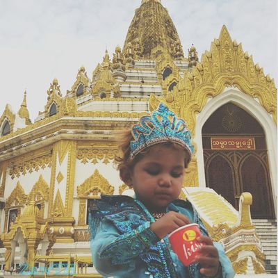 Let me eat the Ice-cream. Buddha Tooth Relic Pagoda Temple Buddhisttemple Angel Queen Child Girl Igersmyanmar Igersmandalay Vscomyanmar Burmeseigers Icecream Summer Goldenland Exploremyanmar GalaxyGrand2 Zawth