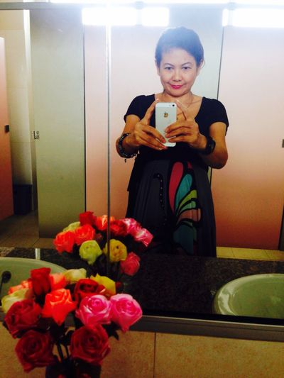 Creative Light And Shadow ThatsMe Selfie ✌ Self Portrait Faces Of EyeEm Elegance Everywhere Ampai Jangbumrung 🏌 Shadows Flowers Rest Room