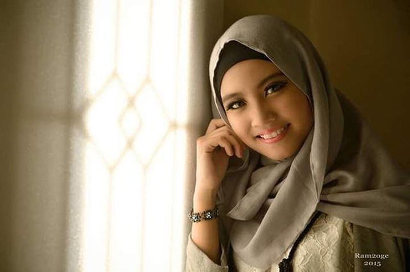 """on the side of the window you're smiling"" Model : Queeny Fitria Hijab Model Windowlight_portrait Windowlighting Photoinstahub Instapic Instalike Insta_photography Photographyhobby Portrait PortraitPhotography"