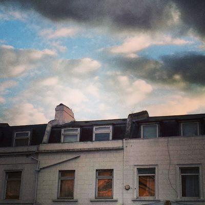 Selondon Selondonforever Selondonsky Surreyquays clouds blueskystinking lookingup lookingupatbuildings lookingupatthesky