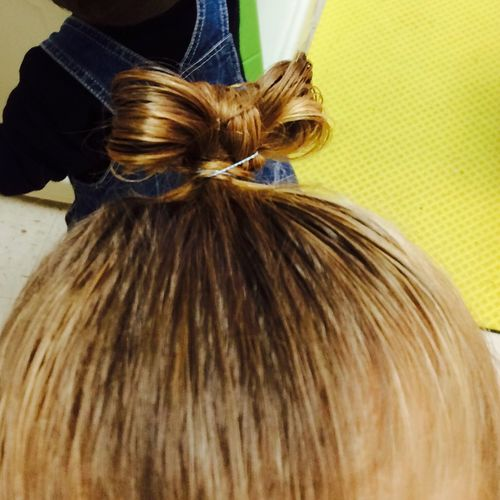 I did a bow in her hair!!! My first try, doesnt look too bad!! But im still gonna keep working with it!!! Proud Hairbow
