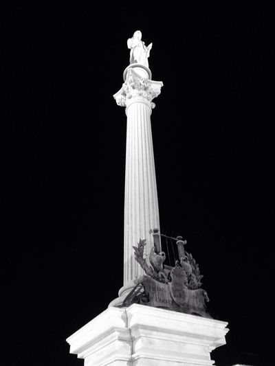 Monochrome Photography Statue Female Likeness Human Representation Sculpture Built Structure Architecture Low Angle View Travel Destinations Architectural Column No People Monument Night Outdoors Sky