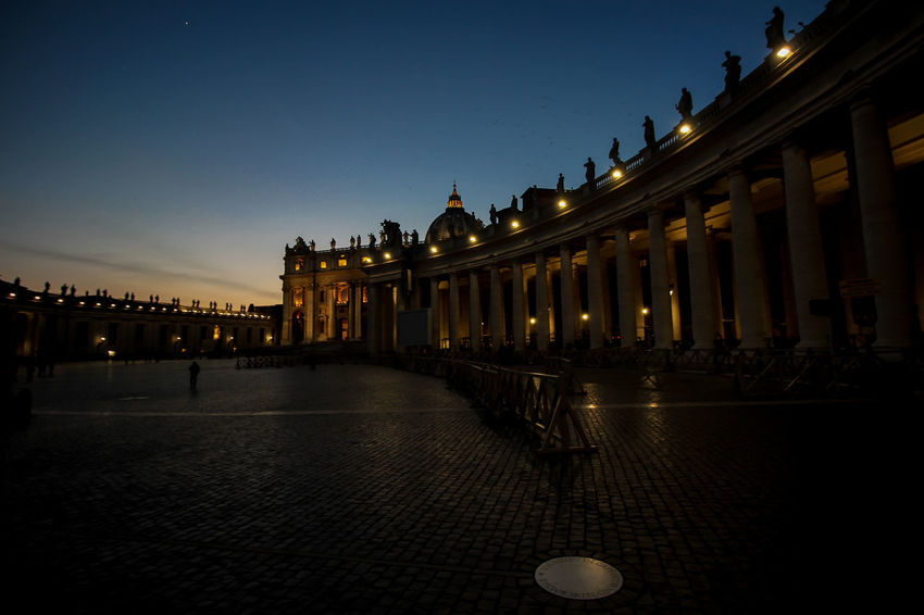 Rome by night • Canon Lens 10-18mm Rome Italy Italanfood Roma Romantic Tramonto Sunset Politics And Government Statue