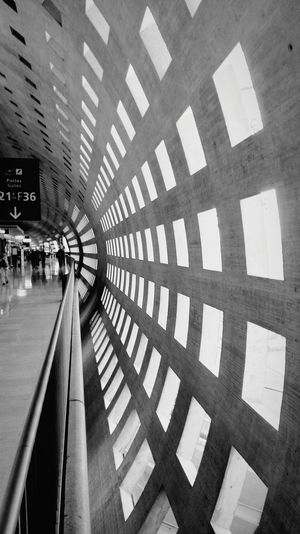 Geometric Shape Noah's Ark Vanishing Point Architecture Structures & Lines Geometric Shapes Concrete Wall Paris Paris Je T Aime Charles De Gaulle Airport Bnw Bnw_collection Bnw_planet BNW PARIS Black And White Photography Black And White