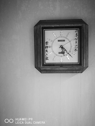 Old-fashioned Clock Wood - Material No People Indoors  Time Day DualCamera Huawei P9 HuaweiP9 Huaweip9monochrome Blackandwhite Huaweiphotography Mobilephotography Blackandwhite Photography Mobile_photographer Mobilestreetphotography Leicacamera