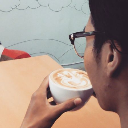 Recharging first,before I started to make some coffee for you today Morning Coffee Latteart Latteporn lattegram latteartofficial latte cappuccino coffeegeek coffeeporn barista vivabarista surabaya indonesia