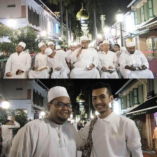 """Al-Badr, kumpulan yg baru ditubuhkan. Ramai daripada meraka adalah pelajar2dari Madrasah Aljuneid. Diketuai oleh seorang yg amat disegani Saudara Zamri Ahmad Tony. Masha'Allah tabarakallah. """"Berbeza latarbelakang, Bersatu dalam berMahabbah kepada Rasulullah S.A.W Kerana Mu Ya Rasulullah"""" Supportlocal Qasidah Love Cinta Almawaddahmosque"""