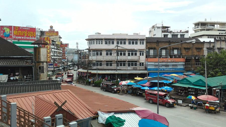 Kad Luang Market Thailand Warorot Market Architecture Building Exterior Built Structure City Day Group Of People Outdoors People Sky Street Scene Warorot