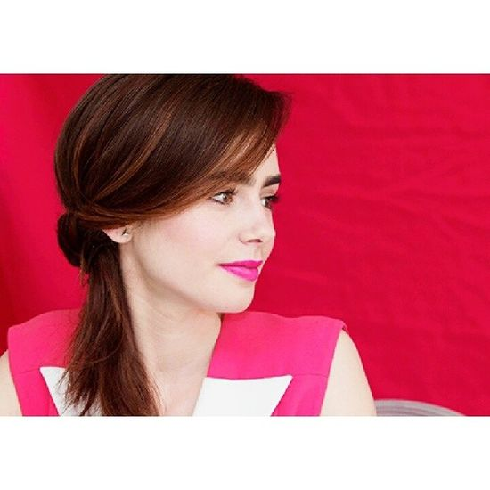 She's so beautiful with her brows!!! Lilycollins Beautiful