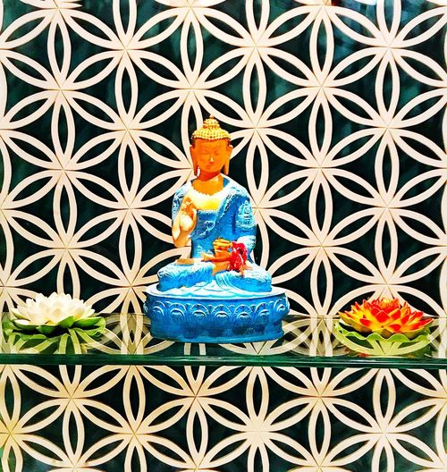 🙏🏼✌🏼 Unique Design Pattern Beautiful Pattern  Buddha Interior Design Male Likeness Blue Craft Spirituality Religion Close-up Full Frame Decoration Multi Colored Design Human Representation Belief Backgrounds Representation Indoors  Art And Craft Creativity Pattern No People Tile