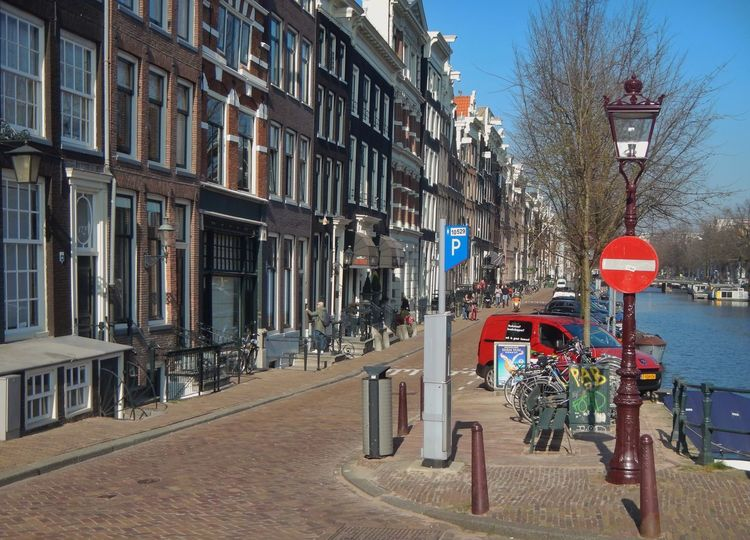 Your Amsterdam Amsterdam Canal Gracht April Showcase Bike City Of Holland Einbahnstraße One Way