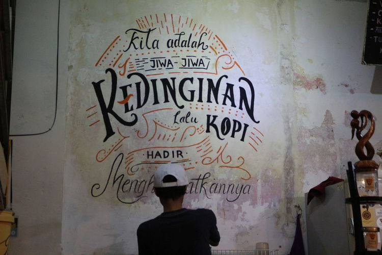 Man text on wall