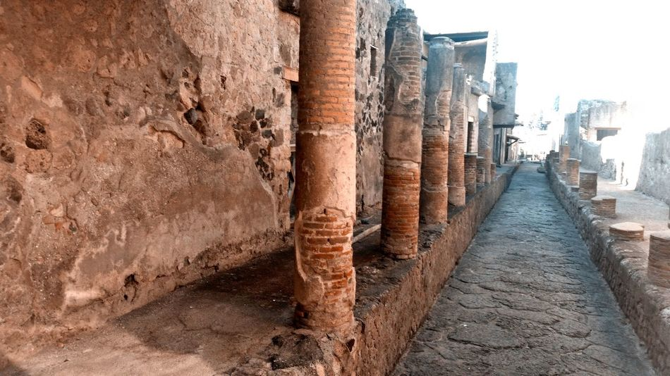Eye Em Around The World Pompei Scavi Pompei. Archeologia Teal And Orange Ancient Ancient Civilization Architecture Columns Day In A Row Nature No People Outdoors Ruderi Sky
