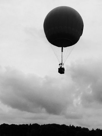 Check This Out Hanging Out Hello World Cheese! Hi! Relaxing Taking Photos Enjoying Life Photooftheday Photography Travel Travel Photography Sky Mongolfiera  Blackandwhite
