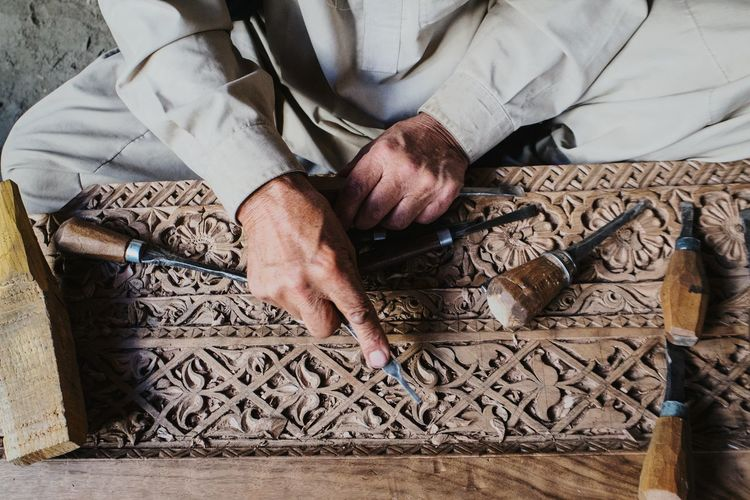Locals in Khaplu acquaint themselves with wood carving techniques in order to do their bit for the restoration of the local khanqa - pic 1. Open Edit Live To Learn Getting Inspired Street Photography Carving ASIA Heritage Art Arts And Crafts Places Dramatic Angles Fresh On Market 2018