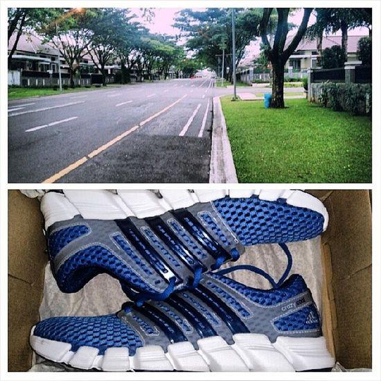 Yuk, niatkan dan segerakan mulai rajin lagi jogging yuk. Di jalan depan rumah aja dlu. Kan udh punya sepatu baru. Semangat