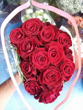 Red Flowers Red Roses Best Flowers Ever The Best Gift Ever Gift Love Lovely Cute Surprise Nice Surprise! Beautiful Roses🌹 Cute Nice Red Flowers Roses😻🙈❤🌹🌸😘😗