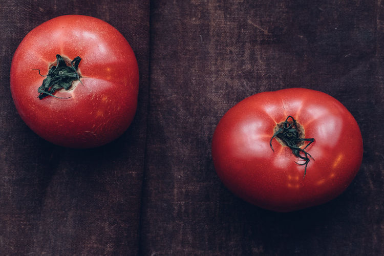2 red big tomatoes Big Tomato Fresh From My Garden Vegetarian Vegetarian Food Food Food And Drink Foodphotography Fresh From The Garden Healthy Eating No People Raw Food Raw Food Photography Raw Vegetables Red Table Tomato Tomatoes Vegetable Vegetables