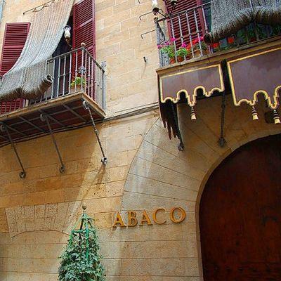 Der Ausgeh-Tipp: Jeden Freitag ab 22 Uhr hier einkehren um den bekannten Rosenregen um 23:30 zu erleben. Palma Mallorca Balearen Bar Abaco