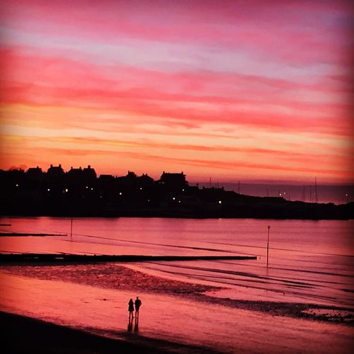 Ballyholme Sunset Clouds And Sky Sunset Silhouettes Sunsets Twilight Dusk Romantic Couple Love Beauty In Nature