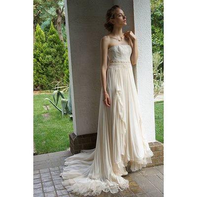 ガーゼシルクとシルクオーガンのドレープ。。。そして胸元のビンテージレース。。。 クラシカルでいて、ゴージャスで、ナチュラルを併せ持つコラボレーションから生まれた胸キュンのドレスです。。。 ウェディングドレス クリオマリアージュドレス ドレス Suzukitakayuki Cliomariage Weddingdress Dress ドレス カラードレス クリオマリアージュ ガーデンウエディング Wedding ウェディング 結婚 結婚式 結婚式準備 タキシード Accessory アクセサリー ヘッドドレス ギフト ブライダル Fashion ファッション ナチュラル プロポーズ撮影前撮りプレ花嫁結婚準備