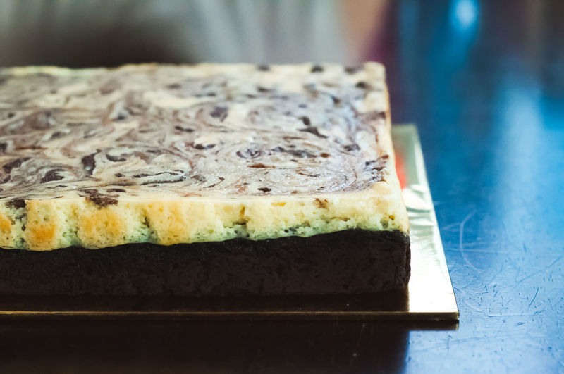 Marble cake cheese brownies. Food And Drink Food Freshness Ready-to-eat Dessert Close-up Sweet Food Sweet Indoors  Still Life Indulgence Temptation No People Unhealthy Eating Cake Baked Table SLICE Selective Focus Plate Cheesecake Tray Japanese Food