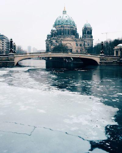 frozen river Dome Built Structure Water Spree Spree River Berliner Dom Eis Gefrorener Fluß Outdoors Winter Berlin Berliner Ansichten Berlin Photography Museumsinsel