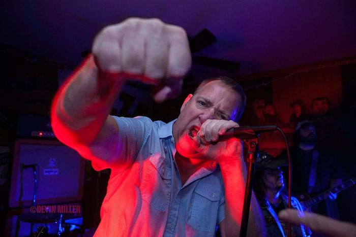 Scott Luallen of Nine Pound Hammer sings at Pk's in Carbondale. Punkrock Music Musicians Capture The Moment 5Dmark2 Cowpunk Bar Live Music Singer  Performance Peak Action