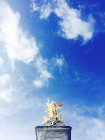 Statue Sculpture Sky Freedom Woman Buckingham Palace Gold Gold Statue Torch London