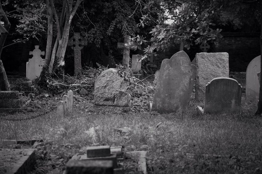 No Property No People Tombstone Cemetery Grave Graveyard Outdoors Churchyard South West London Burial Ground Canonphotography Graveyard Beauty Creative Photography Black & White Canon