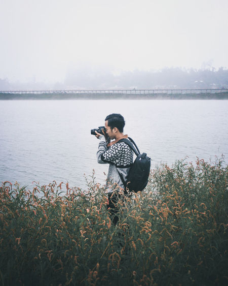 Photografer Wintertime Photography Photographer Photo Photoshoot Photographing Photograph Photoofthedaychallenge Lake Lake View Lakeside Lakes  Water Child Males  Full Length Searching Men Childhood Boys Lake Sports Clothing Photography Themes Camera Photographic Equipment