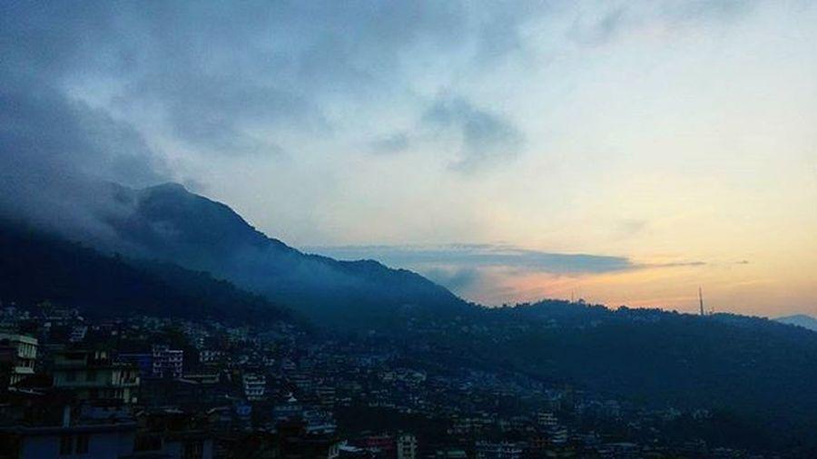 Sunset, Kohima. India Dimapur Nagaland Kohima Sunset Mountainclouds Clouds Photo View Traveling 인도 디마푸르 나갈랜드 코히마 노을 산구름 구름바다 사진스타그램 노을스타그램 풍경스타그램 여행스타그램