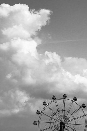 Art Artな写真 Black Blackandwhite Cloud Cloud - Sky EyeEm Best Shots Ferris Wheel Fine Art Photography Japan Monochrome Photo Photographer Photography Sammer Sky モノクロ 写真 写真家 夏 日本 空 観覧車 雲 風景